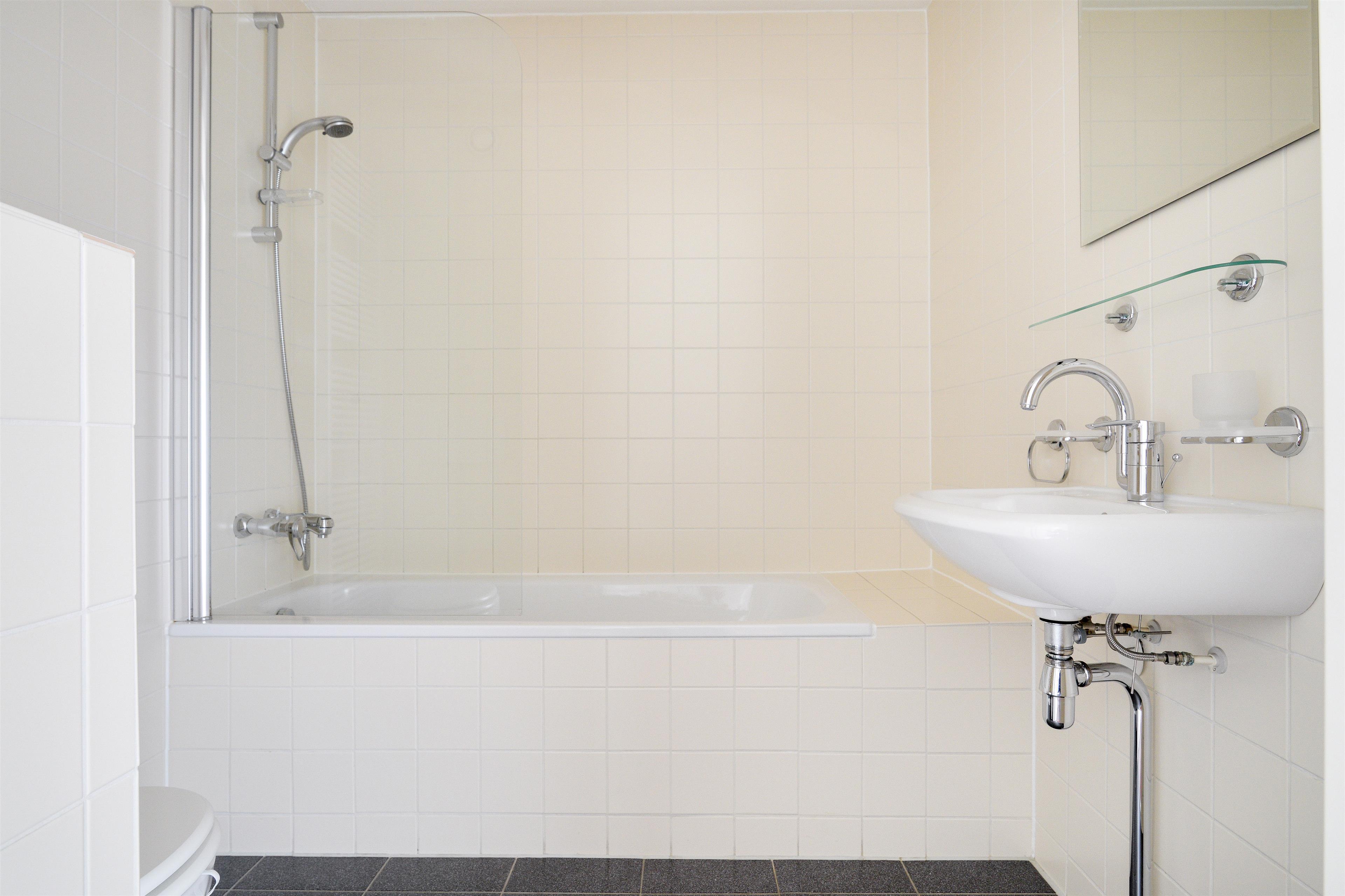24 plete badkamer te koop brigee