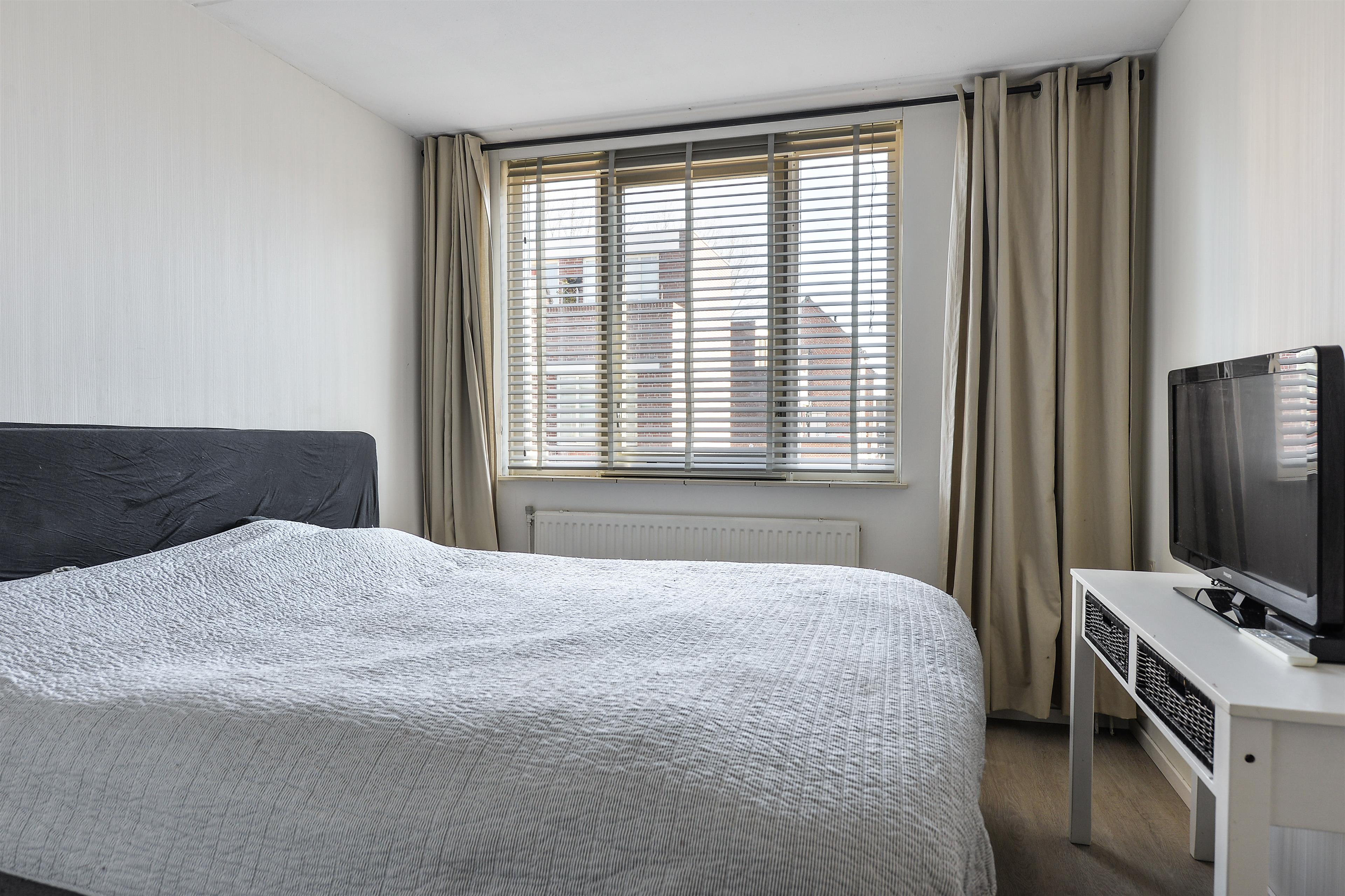 Rolgordijnen Slaapkamer 13 : Rolgordijnen slaapkamer blijf georganiseerd met een moderne