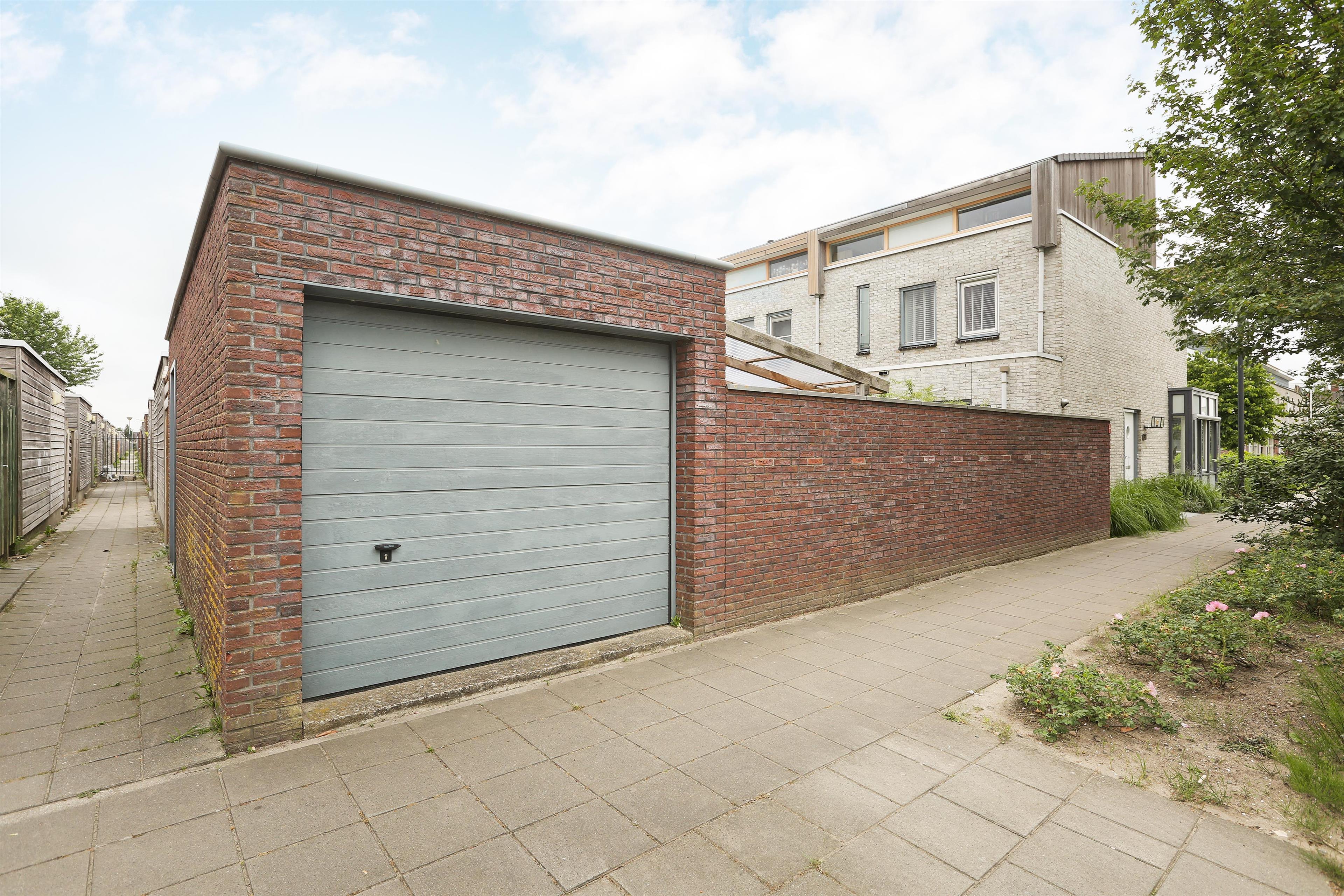 Garage Huren Almere : Te koop: rodinweg 137 almere hoekstra en van eck