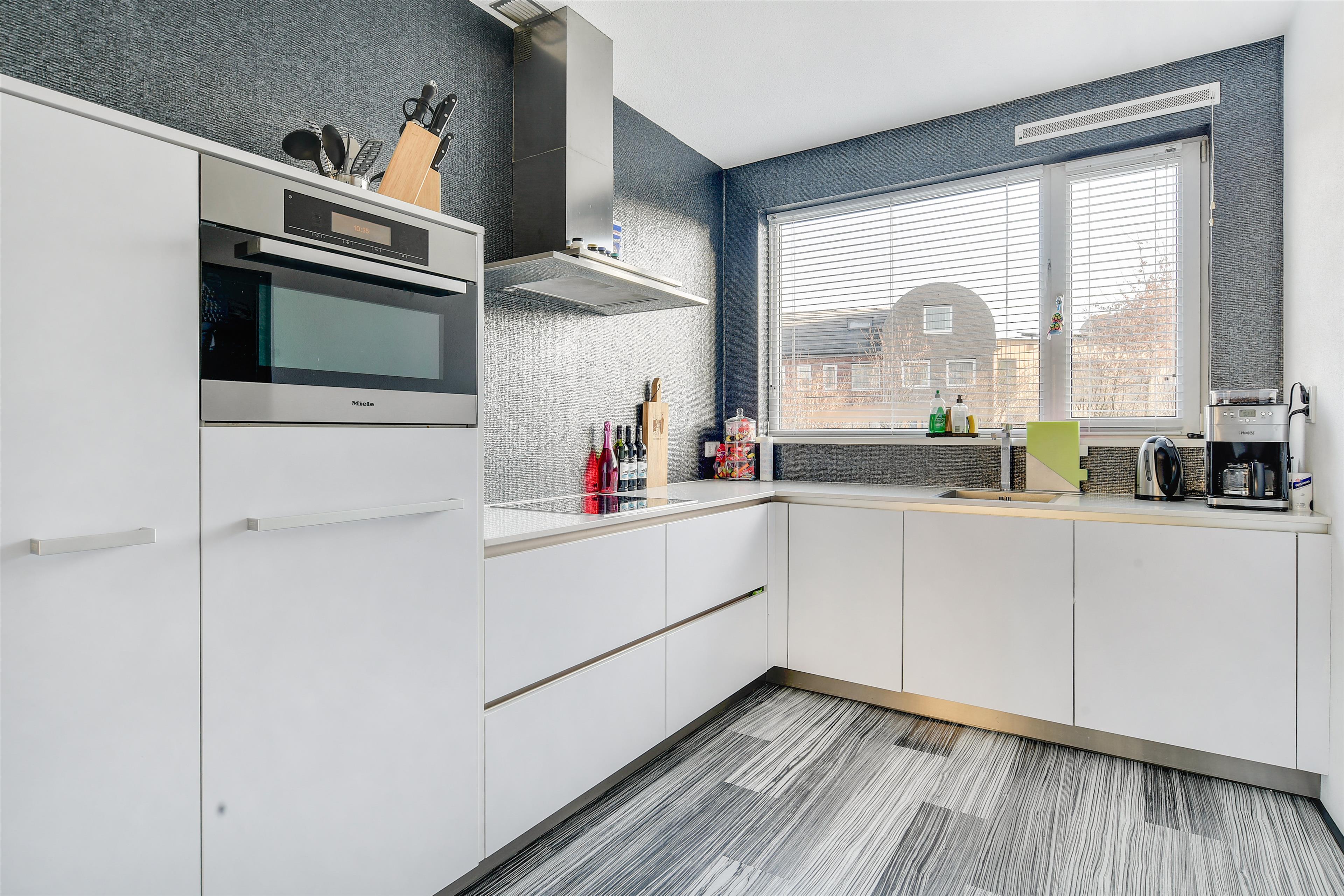 Complete Badkamer Almere : Te koop: james cookroute 129 almere hoekstra en van eck