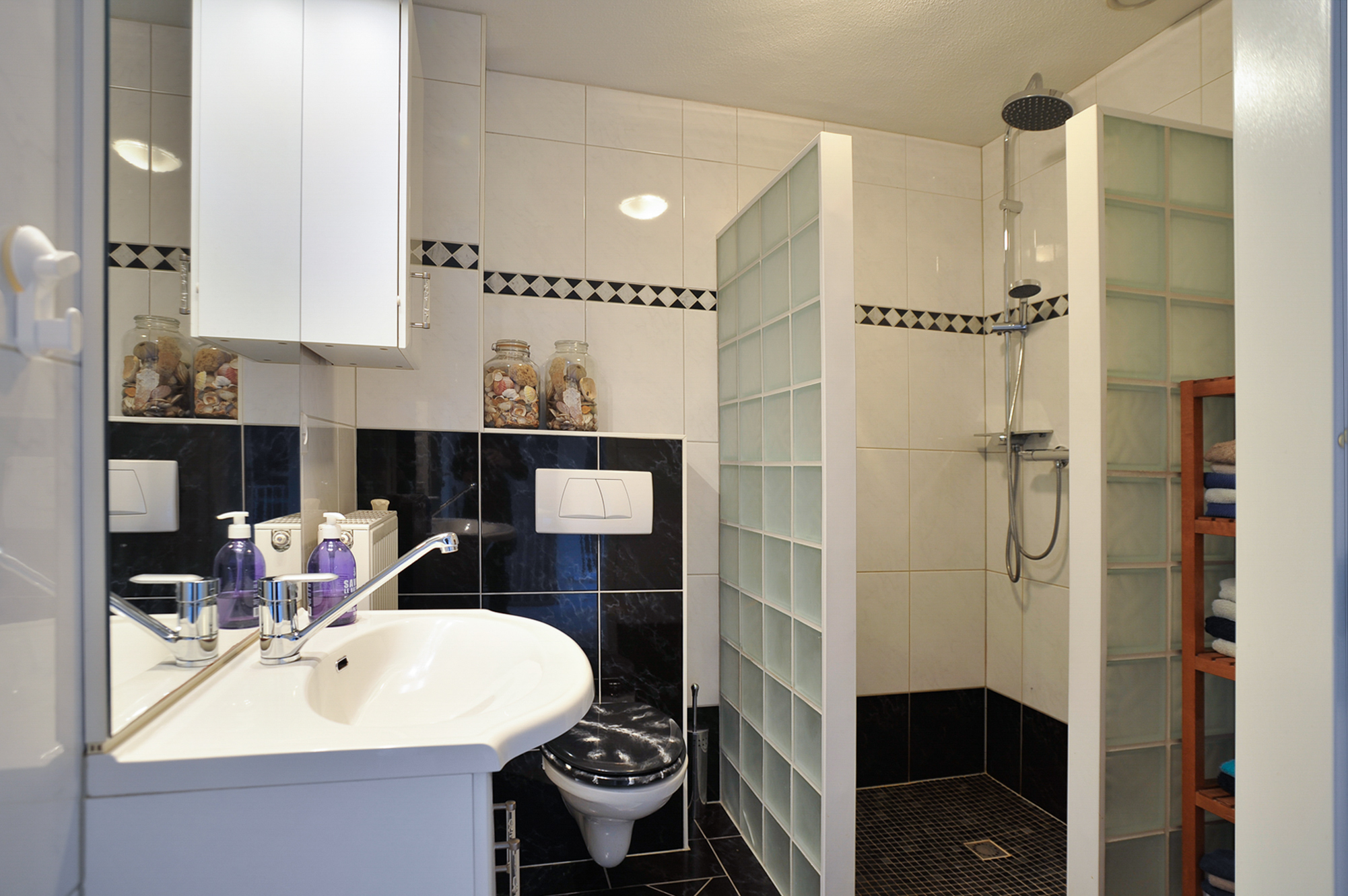 Witte Keuken In Prachtige Ruime Opstelling : Op de eerste verdieping ...