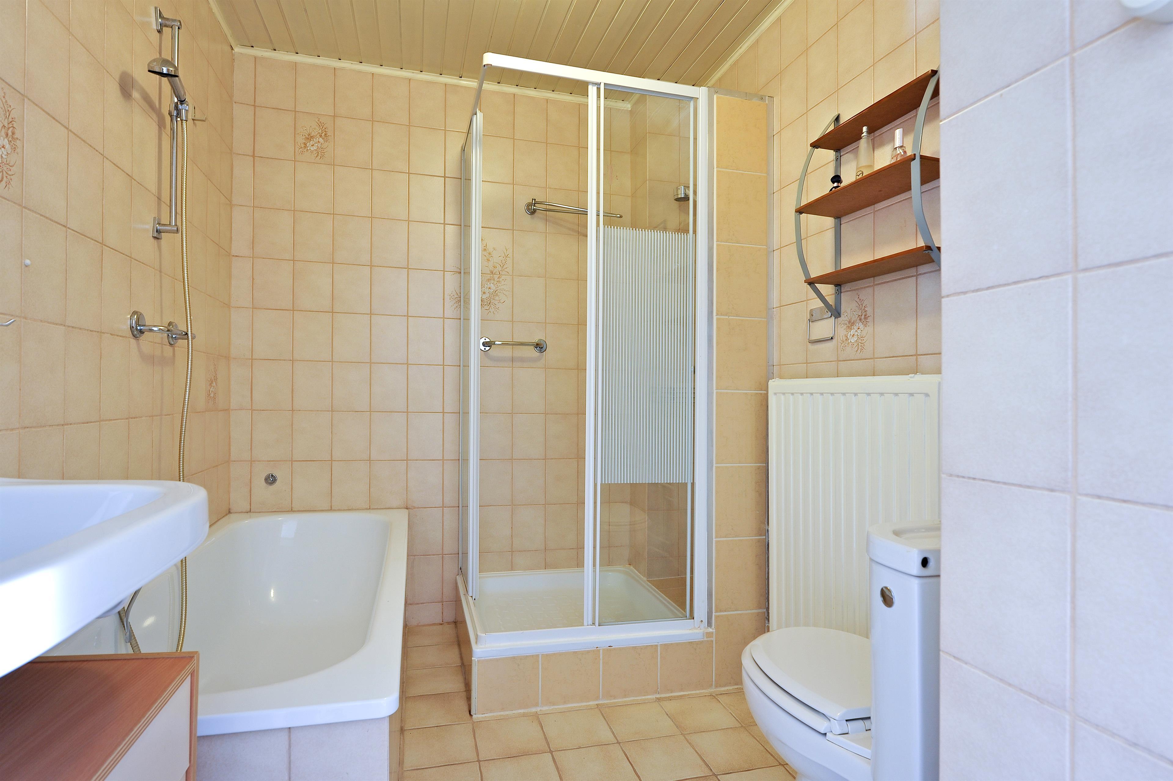 Te koop melkweg 43 hoorn hoekstra en van eck m r makelaar - Functionele badkamer ...